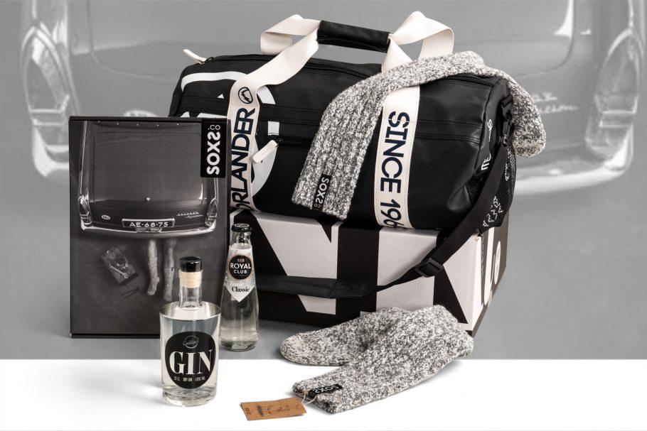 Stoere mannen kerstpakket met soxs, gin en een waterafstotende tas