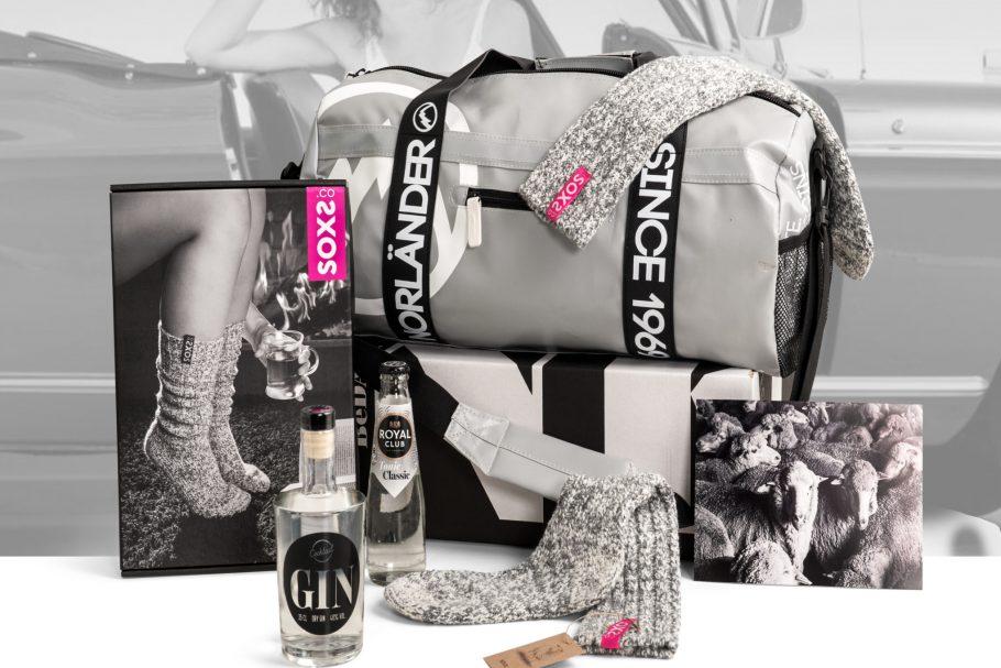 Kerstpakket met Waterafstotende tas, Soxs, Gin..